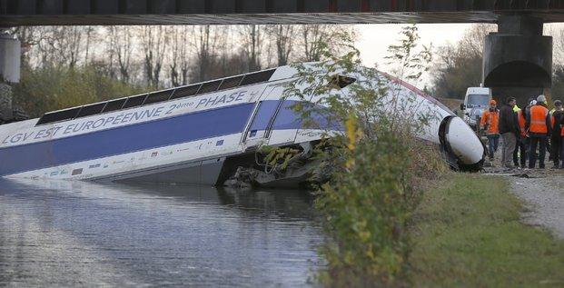 Rame d'essais du TGV qui a déraillé samedi 14 novembre 2015 en Alsace