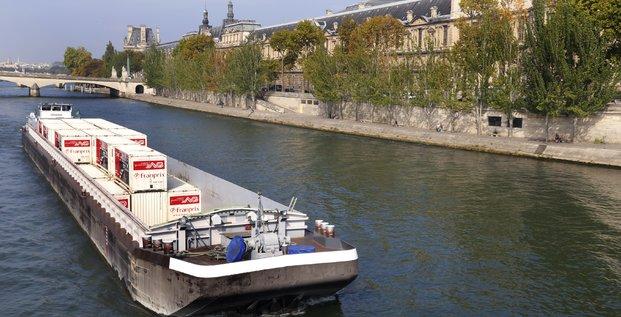 Logistique fluviale, transport de marchandises, villes durables, écologique, pollution, barges, péniches, Franprix, camions