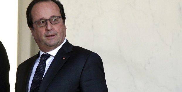 Francois hollande affiche a tulle sa determination contre le terrorisme