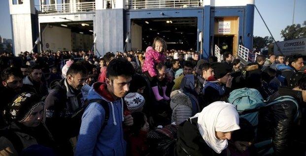 La grece cherche a endiguer l'afflux des migrants en europe