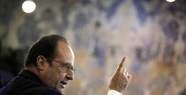 Le président de la République Franàois Hollande parle lors d'une visite au QG de Shoroomprivé à la Plaine Saint-Denis le 1er mars 2016