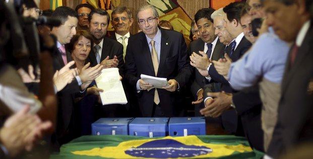 Le président de la Chambre des députés du Brésil Eduardo Cunha ici le 21 octobre 2015 lorsque lui a été remis une nouvelle pétition pour le lancement d'une procédure de destitution contre Dilma Roussef.