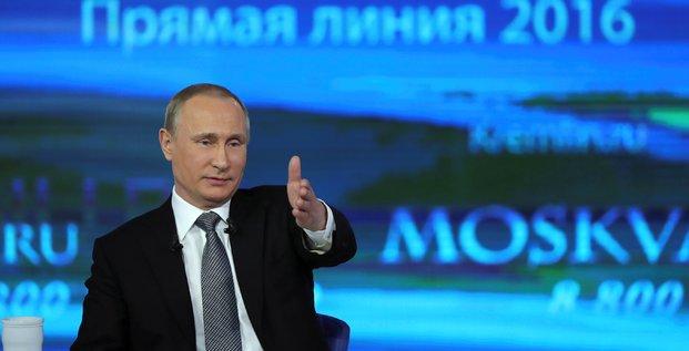 Vladimir poutine tente de rassurer les russes sur la situation economique