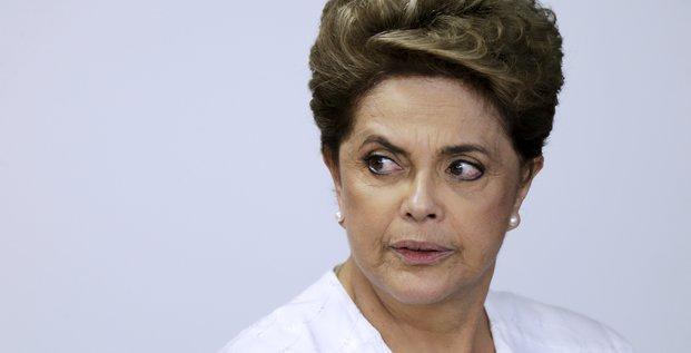 Dilma rousseff cherche jusqu'au bout a eviter sa destitution