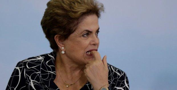 Une commission du senat bresilien recommande la suspension de dilma rousseff