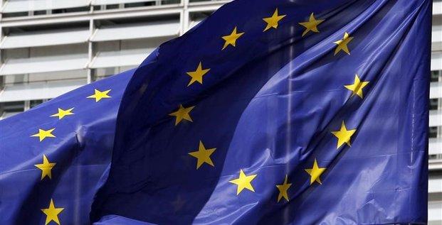 Bruxelles demande a madrid et lisbonne de reduire leur deficit