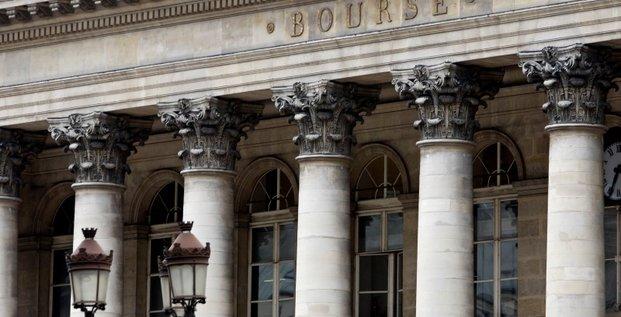 Banques espagnoles et italiennes freinent l'avancee des marches europeens