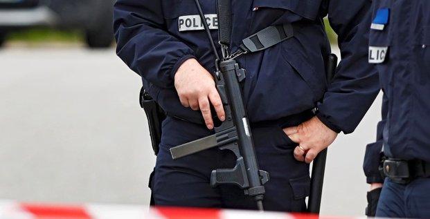Hollande veut des moyens supplementaires contre le terrorisme