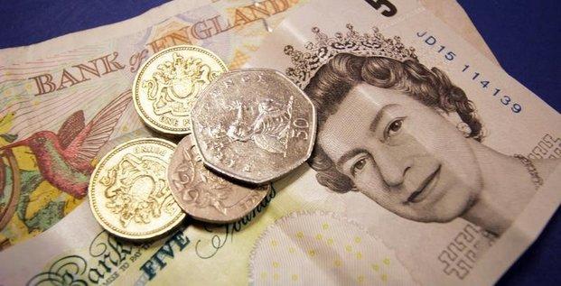 La livre en hausse apres des sondages moins favorables au brexit