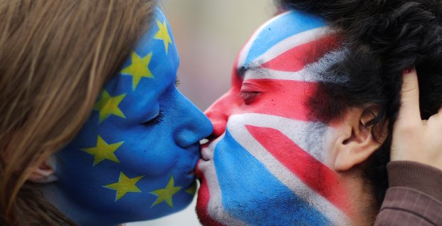 Anti-Brexit, pro-Europe, Royaume-Uni, Allemagne, maquillage, Europe, baiser,
