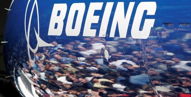 Boeing revoit a la hausse ses previsions de marche a 20 ans