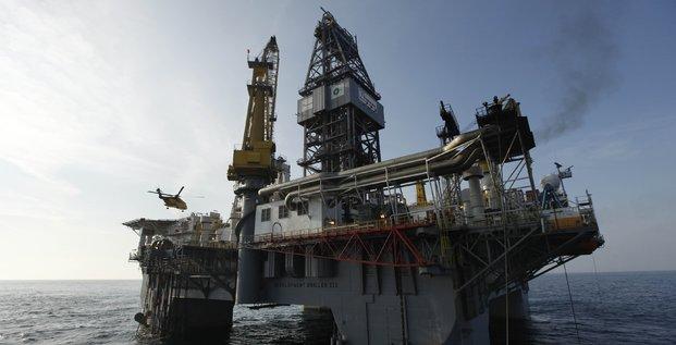 Pétrole, Hélicoptère, helicopter, plateforme d'exploration pétrolière, Deepwater Horizon, 2010.05.12, golfe du Mexique, côtes de Louisiane, fuite, puits, héliport,