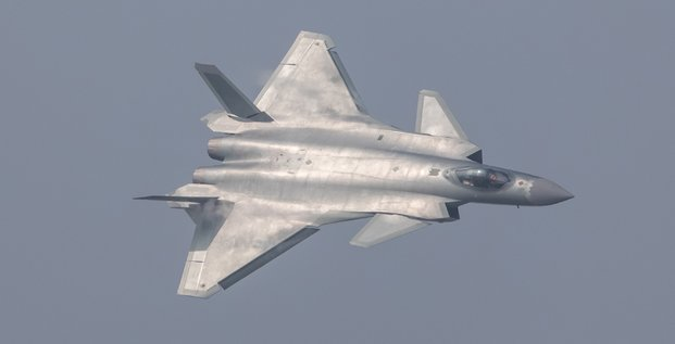 La chine devoile son chasseurs furtif j-20