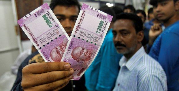 Inde : les guichets automatiques ne sont pas calibrés pour distribuer les nouveaux billets (démonétisation, Narendra Modi)