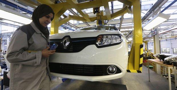 Renault, usine, Oran, ouest d'Alger, Algérie, ouvrière, voile, musulman, travail, signes religieux,