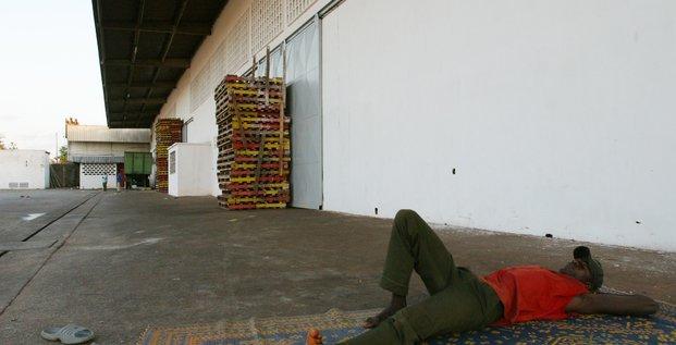 Grève côte d'ivoire repos allongé