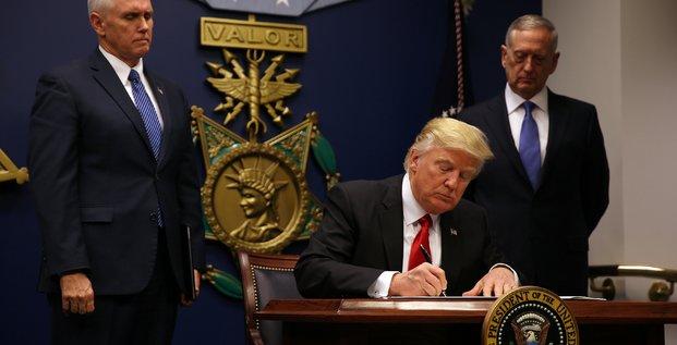 Donald trump suspend le programme d'accueil de refugies