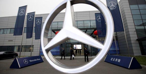 Daimler table sur une legere hausse de son benefice d'exploitation et chiffre d'affaires