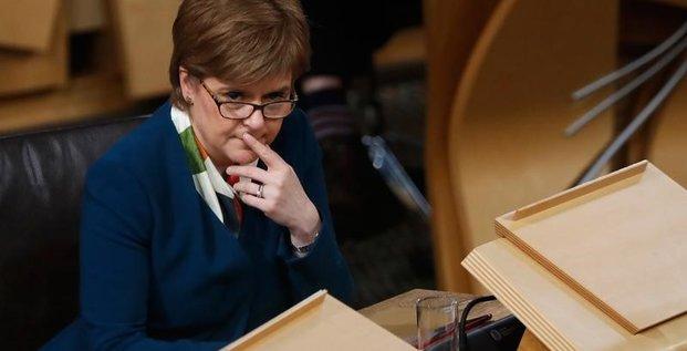 Sturgeon evoque referendum en ecosse a l'automne 2018