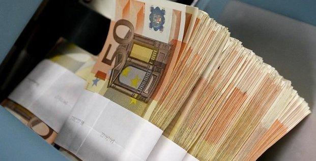 Hamon chiffre son projet de revenu universel a 35 milliards d'euros par an