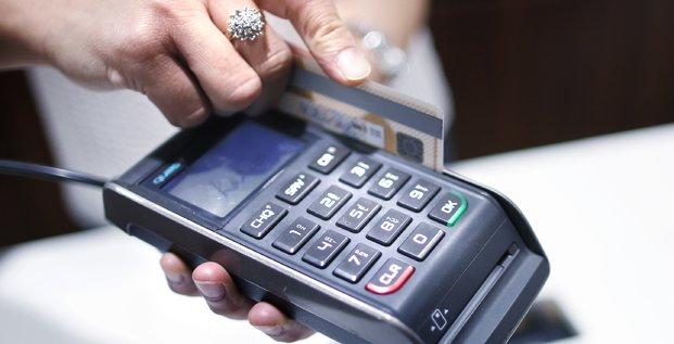 Carte de crédit (carte bancaire) utilisée dans un magasin en Australie en décembre 2012
