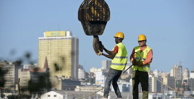 Mozambique construction BTP chantier grue infrastructures