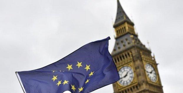 Brexit: le texte de base insiste sur les expatries et les banques