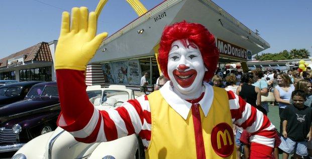 Trois encadrants travaillant dans des fast-food McDonald's ont été condamnés pour avoir mis en place un vaste système de corruption.