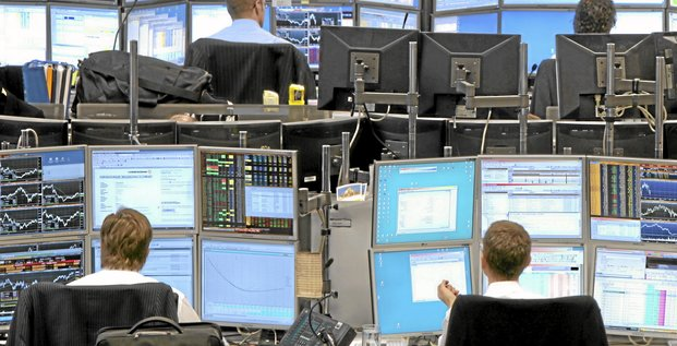 Traders work in the Commerzbank AG trading room in Frankfurt, Germany, on Monday, Feb. 8, 2010. European stocks erased their decline as chemical producers and utilities advanced. Photographer: Hannelore Foerster/Bloomberg