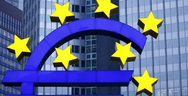 Zone euro: la croissance s'ameliore, pas l'inflation, dit la bce