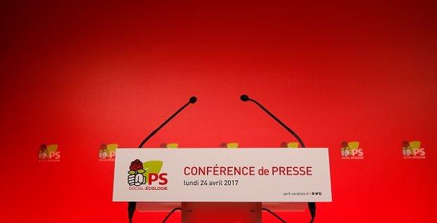Micro au siège du Parti socialiste lors d'une conférence de presse