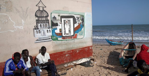 Gambie Banjul Plage Pêche Mer Océan barque littoral