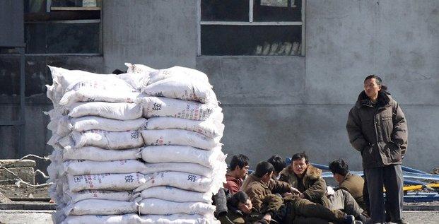 Des travailleurs nord-coréens à la frontière avec la Chine, la célèbre ville de Dandong