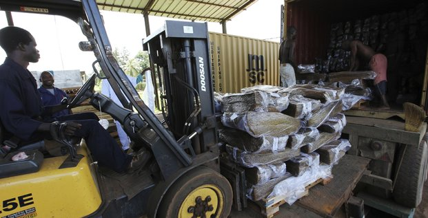 Logistique conteneur chargement marchandise