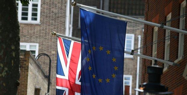 La commission va etudier l'union douaniere provisoire proposee par londres