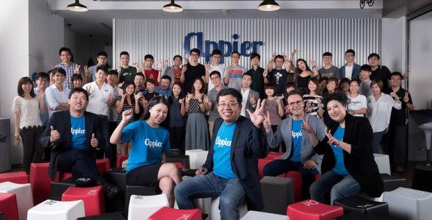 Le PDG et co-fondateur de la start-up Appier, Chih-Han yu, avec ses employés