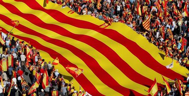 Catalogne: pro et anti-union au coude-a-coude en cas d'elections
