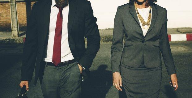 Homme d'affaires, femme d'affaires, business, lobbyistes