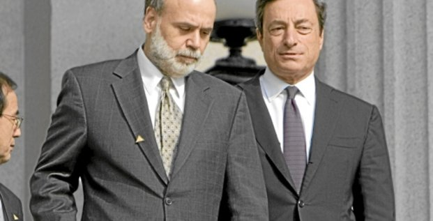 Chairman of the Federal Reserve Ben Bernanke (L) walks with Italy's Central Bank Governor Mario Draghi to a family portrait at the US Treasury during the World Bank/IMF 2008 Spring Meetings in Washington April 11, 2008.    REUTERS/Joshua Roberts   (UNITED STATES)