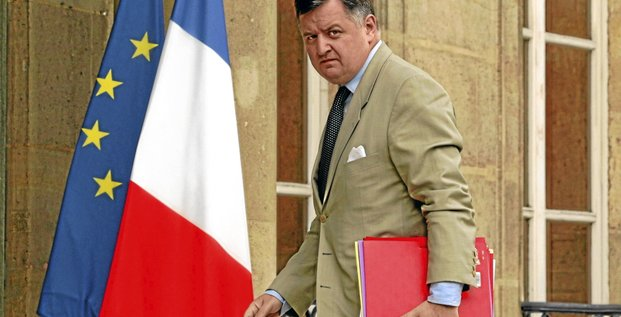 Augustin de Romanet, Chief Executive Officer of State-controlled bank Caisse des Depots (CDC), arrives at the Elysee Palace in Paris July 27, 2009 to attend a signing ceremony on financial assistance to companies which are under arbitration.   REUTERS/Benoit Tessier  (FRANCE POLITICS BUSINESS)