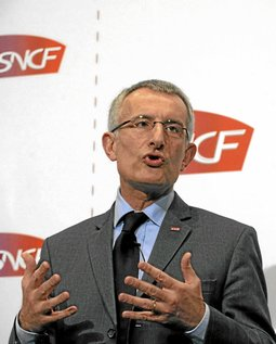 Guillaume Pepy, President of French state owned railway company SNCF, speaks during the company's 2008 annual results presentation in Paris March 11, 2009.   REUTERS/Philippe Wojazer  (FRANCE BUSINESS TRANSPORT)