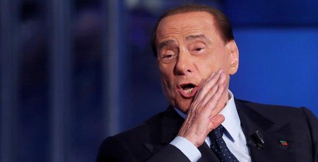 Berlusconi suggere le nom d'un general comme futur president du conseil