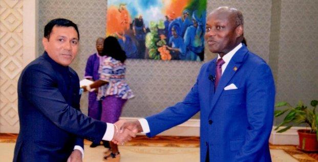 Ambassador Shri Rajeev Kumar presented his credentials to the President of Guinea-Bissau H.E. José Mário Vaz on April 26 in Bissau