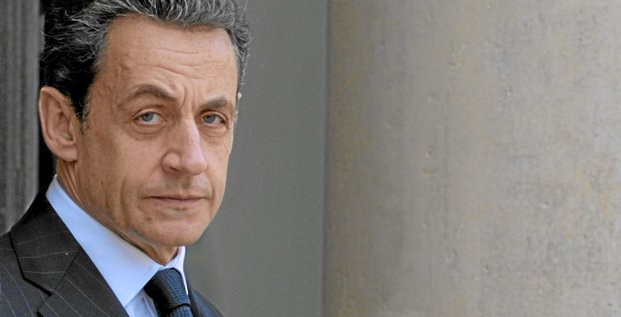France's President Nicolas Sarkozy waits for a guest at the Elysee Palace in Paris January 11, 2012.  REUTERS/Philippe Wojazer  (FRANCE - Tags: POLITICS BUSINESS HEADSHOT)