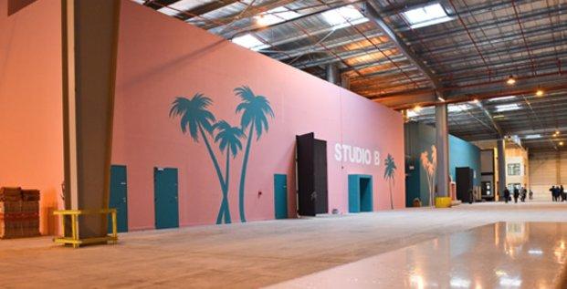 Les nouveaux studios de tournage de France Télévisions, à Vendargues (Hérault), ont été inaugurés le 7 mars 2018 en présence de Delphine Ernotte, la P-dg de France Télévisions.