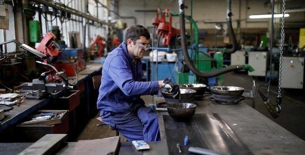 L'activite du secteur manufacturier ralentit encore, selon ihs markit