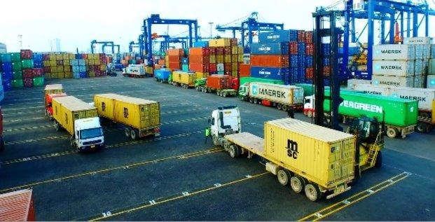 port Tanzanie commerce conteneurs