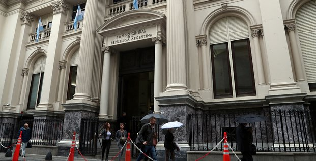 L'argentine porte ses taux a 40% pour enrayer la chute du peso