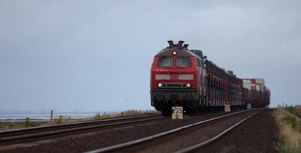 cheami  de fer train transport ferroviaire