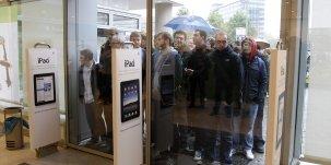 File d'attente devant un Apple Store en 2010 pour la sortie de l'iPad